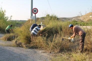 Contratados 11desempleados agrícolas para arreglar diversos caminos rurales del municipio